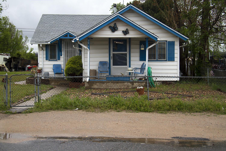 Elyria Swansea is one of several neighborhoods missing sidewalks. (Kevin J. Beaty/Denverite)