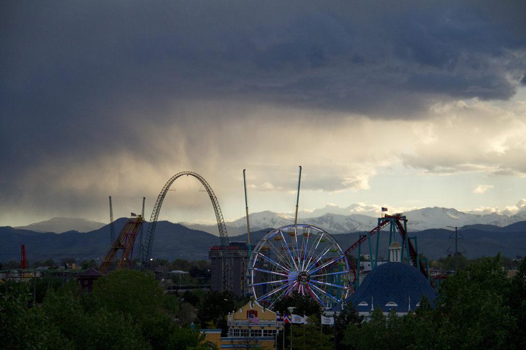 Elitch Gardens at sunset. (Kevin J. Beaty/Denverite)  elitch gardens; sunset; amusement park; fun; denver; denverite; colorado; kevinjbeaty