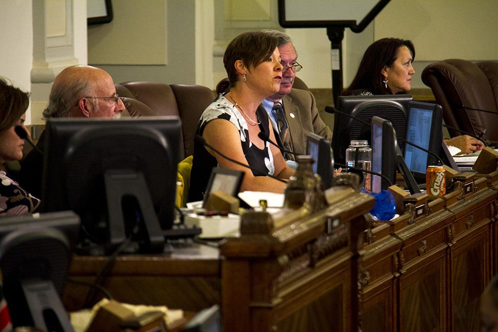 Denver City Councilwoman Robin Kniech speaks at a public meeting. (Kevin J. Beaty/Denverite)