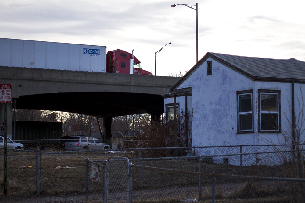 I-70 passes over Fillmore Street in Denver's Elyria-Swansea Neighborhood. (Kevin J. Beaty/Denverite)