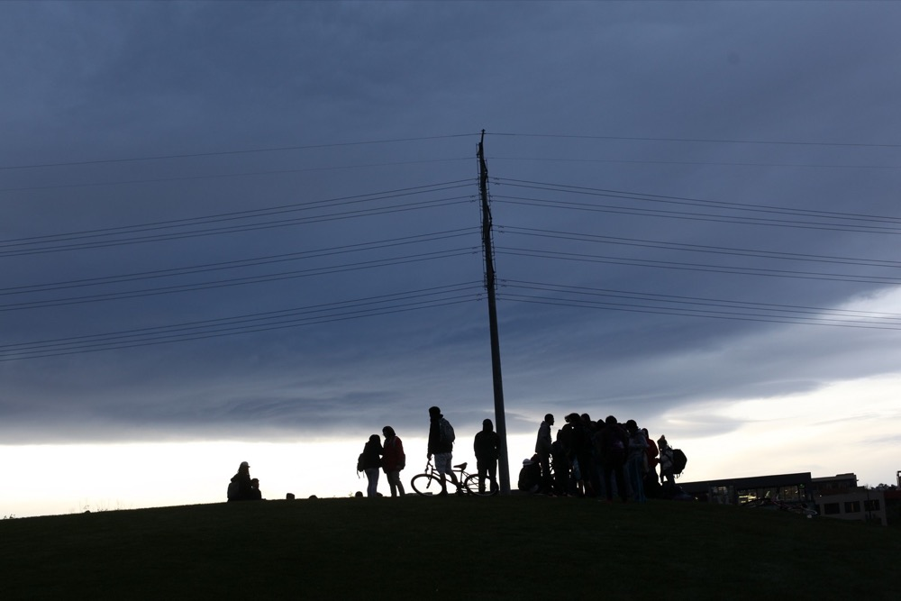 "A summer crowd gathers on ""Stoner Hill,"" also known as Overlook Hill, in Commons Park. (Andrew Kenney / Denverite)"