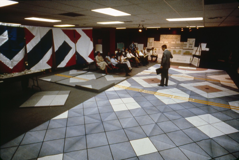 Henry Cobb presents a prototype design for the pattern on the 16th Street Mall to Denver officials around 1979. © Pei Cobb Freed & Partners