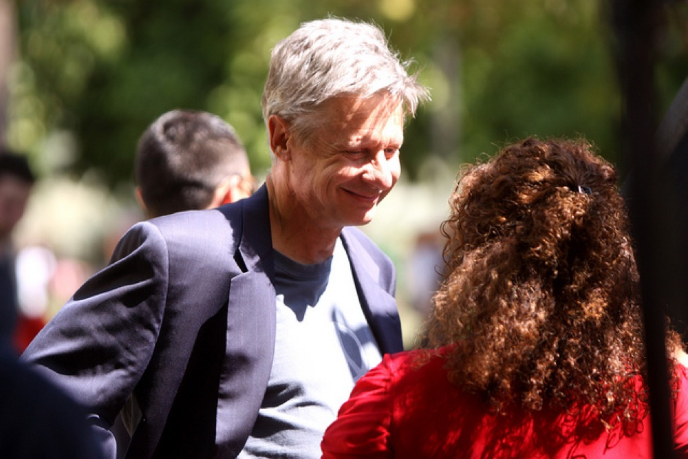 Gary Johnson talks to a supporter in Arizona earlier this year. (Gage Skidmore/Flickr)