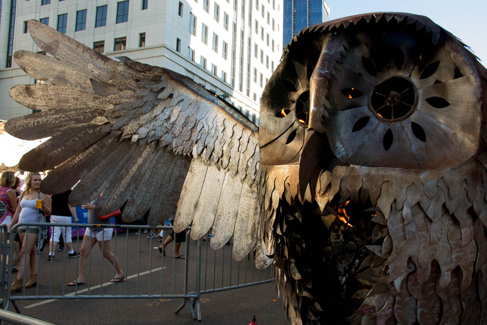 Fiery owl sculpture at Taste of Colorado. (Chloe Aiello/Denverite)