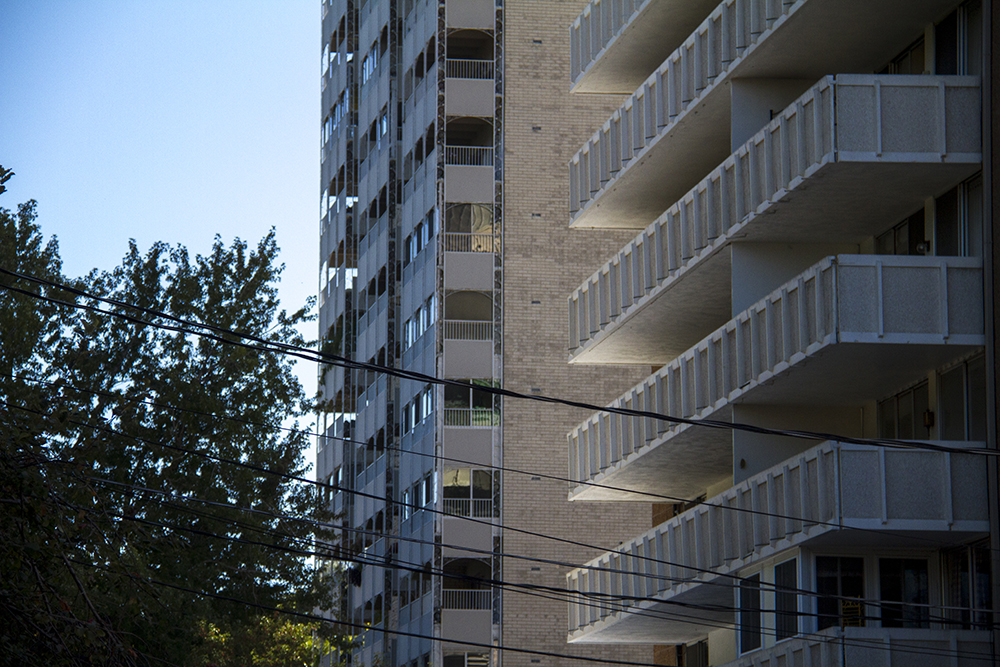 A high rise in the Cheesman Park neighborhood. (Kevin J. Beaty/Denverite)  residential real estate; house; home; cheesman park; denver; denverite; kevinjbeaty; colorado;