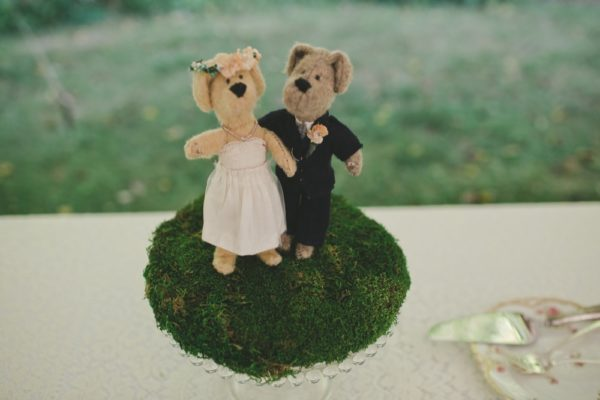 Dog cake toppers. (Stacie/Flickr)