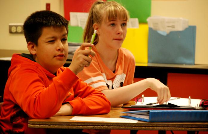 Students at Mrachek Middle School in Aurora work to solve a math problem. (Nicholas Garcia/Chalkbeat)