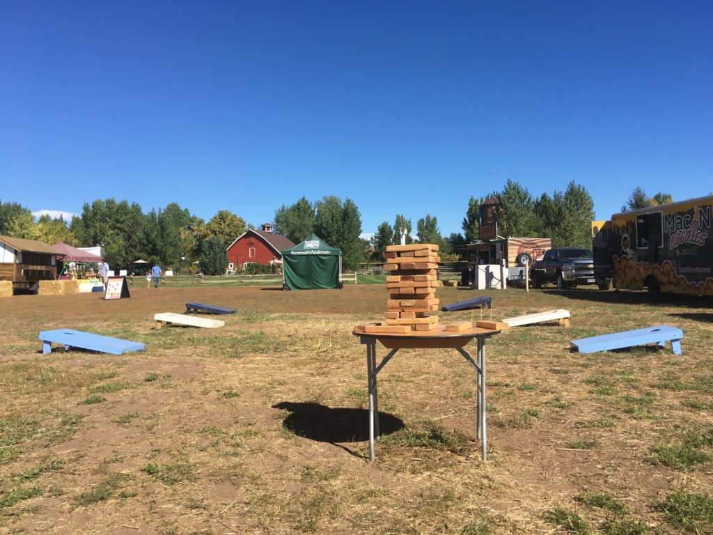 As with any outdoor venue in the Denver area, at Chatfield Farms there's cornhole and giant not-Jenga-for-legal-reasons. (Dave Burdick/Denverite)