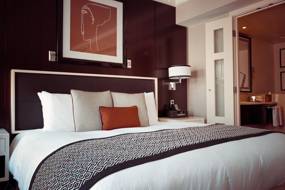 A hotel room. (Olichel/Pixabay)