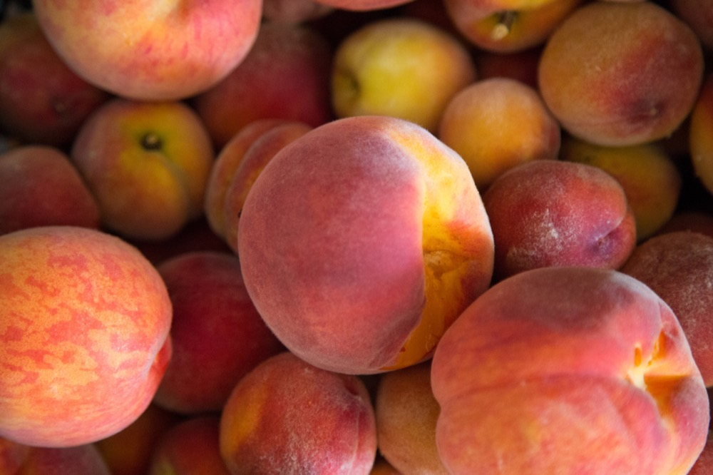 Peaches. (Courtesy of George Hodan/Public Domain Pictures)