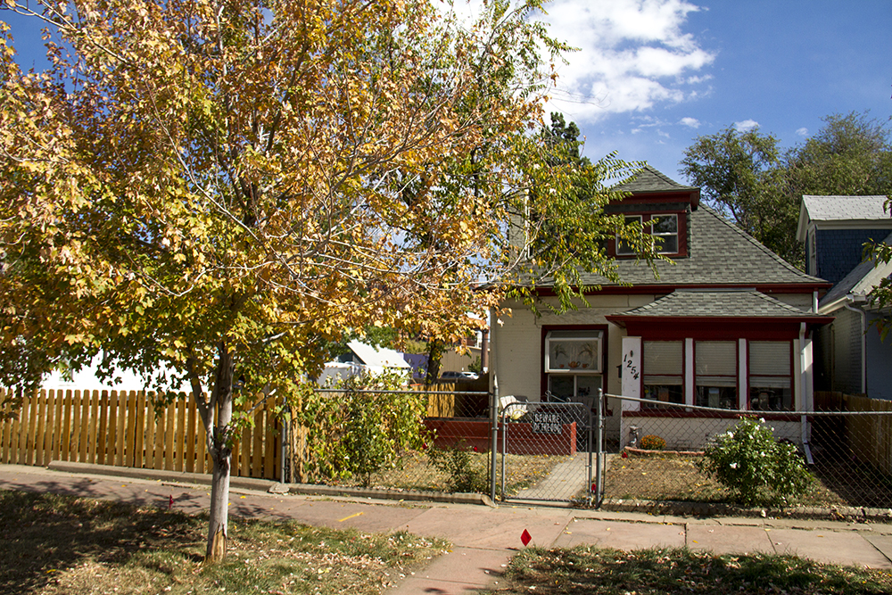 A home and early fall foliage in Lincoln Park. (Kevin J. Beaty/Denverite)  residential real estate; house; home; lincoln park; kevinjbeaty; denverite; denverite; colorado;