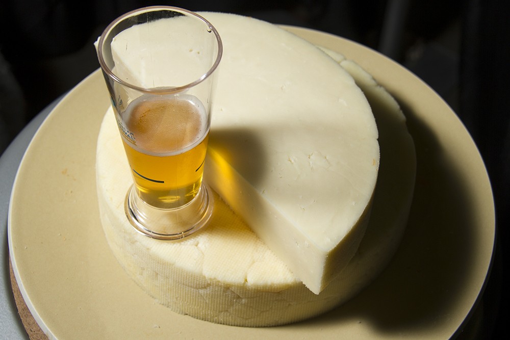 Melvin Brewing's 2x4 double IPA paired with this 6 months-aged cheddar from Longmont's Haystack Mountain Cheese. (Kevin J. Beaty/Denverite)  food; gabf; great american beer fest; beer; kevinjbeaty; denverite; denver; colorado;