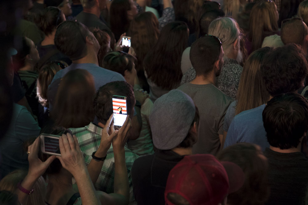 Smart phones galore for Dave Matthews at the National Western Complex for Tim Kaine and Get Out the Vote. (Chloe Aiello/Denverite)