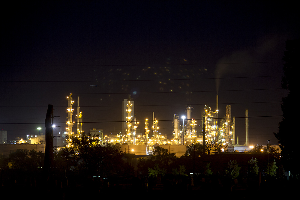 The Suncor refinery, seen from Riverside Cemetery. (Kevin J. Beaty/Denverite)