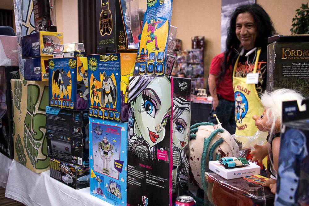 Denver Retro Con comes to the Ramada in Northglenn. (Chloe Aiello/Denverite)