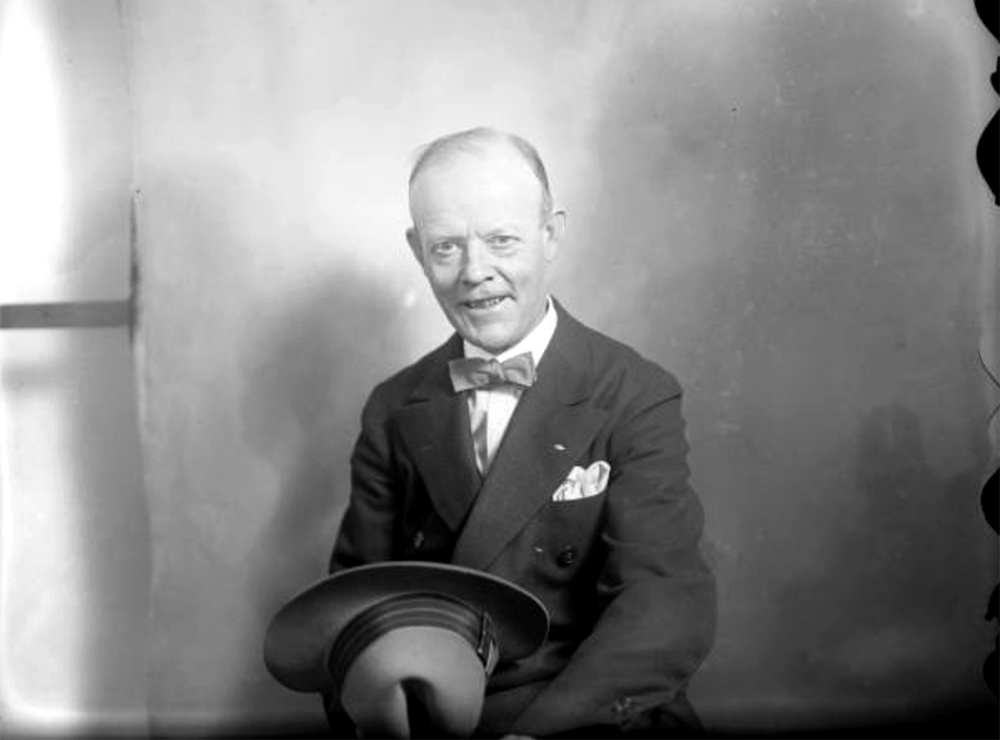 Portrait (sitting) of a Rocky Mountain News employee. Between 1910 and 1930. (Harry Mellon Rhoads/Denver Public Library/Western History Collection/Rh-1663)  historic; denver public library; dpl; archive; archival; denverite
