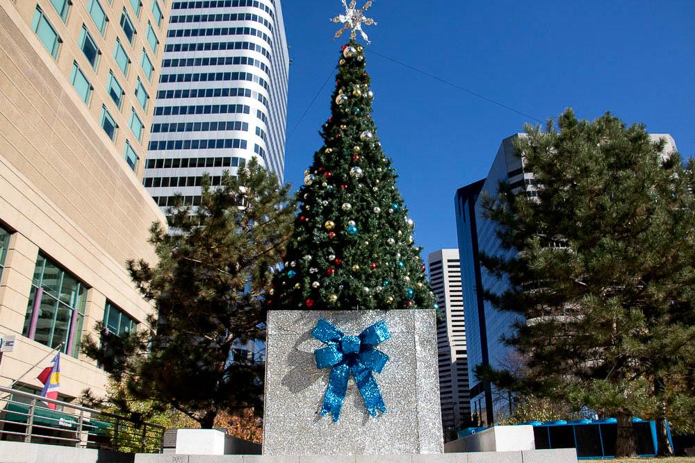 Denver Downtown Partnership airlifts a Southwest Zamboni for the Skyline Park ice rink. (Chloe Aiello/Denverite)