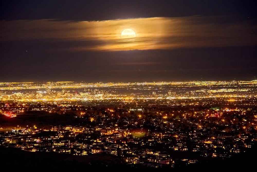 A supermoon, seen from Red Rocks. Nov. 14, 2016. (Kevin J. Beaty/Denverite)  supermoon; denver; colorado; skyline; cityscape; sunset; evening; cowx; weather; kevinjbeaty; denverite;
