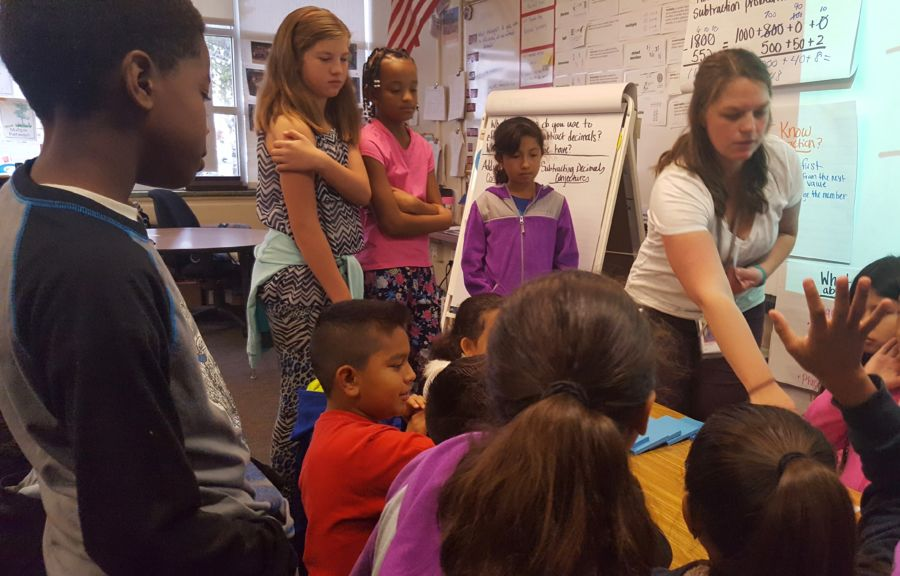 Lyette Olson teaches her fifth graders a math lesson on place value last week at Peoria Elementary School in Aurora. (Yesenia Robles/Chalkbeat)