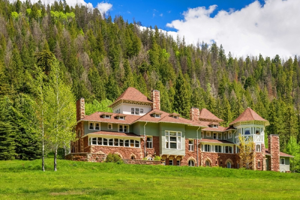 The historic Redstone Castle has been sold as the result of an Oct. 7, 2016 auction held on the property site, according to Platinum Luxury Auctions, the firm that managed the sale. (PRNewsFoto/Platinum Luxury Auctions LLC)