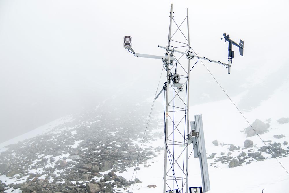 An air quality monitor above Loch Vale. (Kevin J. Beaty/Denverite)  rocky mountain national park; science; ecology; rmnp; hiking; wilderness; woods; kevinjbeaty; denver; denverite; colorado;