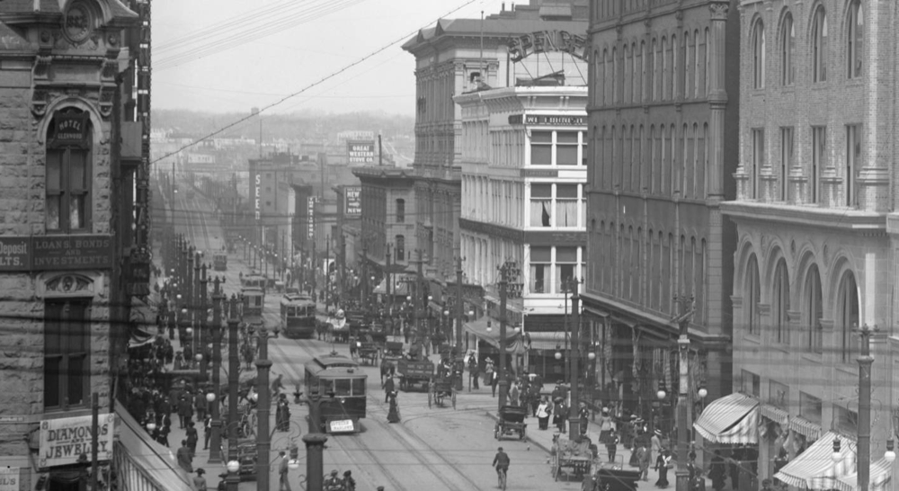 16th Street circa 1911, with the rise of the viaduct visible in the background. (Louis Charles McClure/Western History and Genealogy Dept./Denver Public Library)