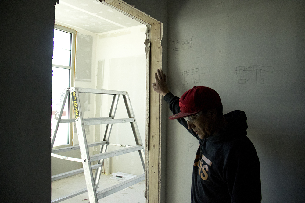 Isidro Quintana at work, Mar. 2, 2017. (Kevin J. Beaty/Denverite)  castle rock; isidro quintana; construction; immigration; kevinjbeaty; denverite; colorado;