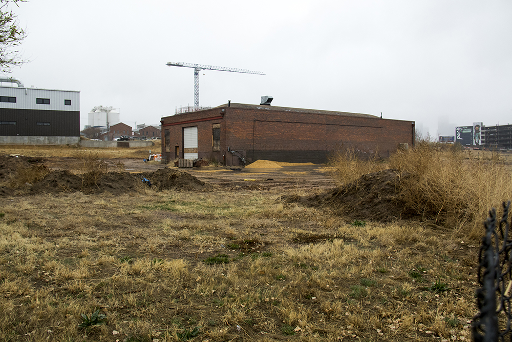 A vacant building on Arkins Court near 35th Street. (Kevin J. Beaty/Denverite)  denver; colorado; kevinjbeaty; denverite; rino; development;