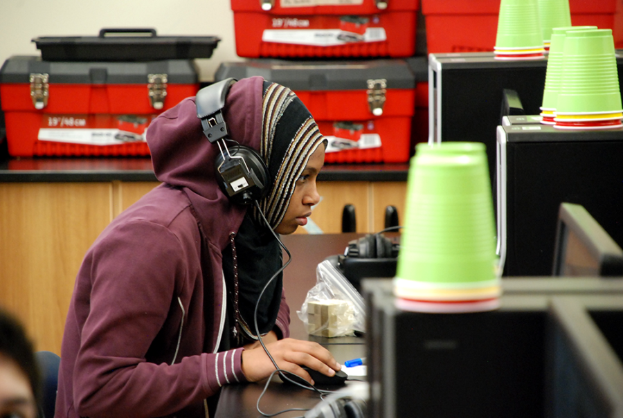 A high school student at Vista Peak Preparatory works on a computer during an engineering class. (Nicholas Garcia/Chalkbeat)