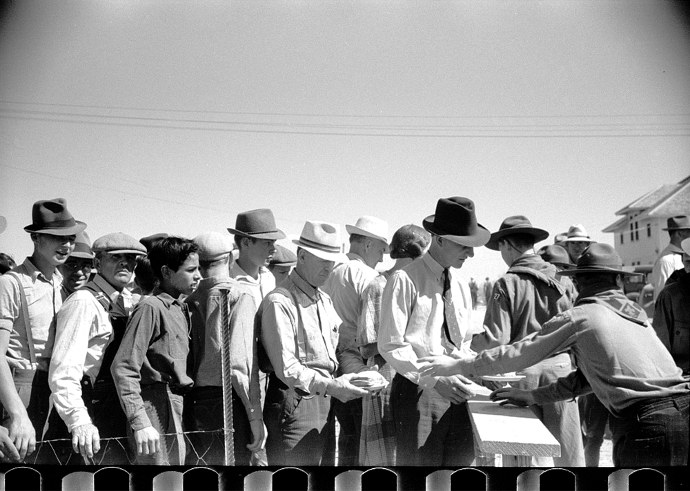 Free lunch counter at farmers field day, U.S. Dry Land Experiment Station, Akron, Colorado, Oct. 1939. (Arthur Rothstein/Library of Congress/LC-USF33-003372)