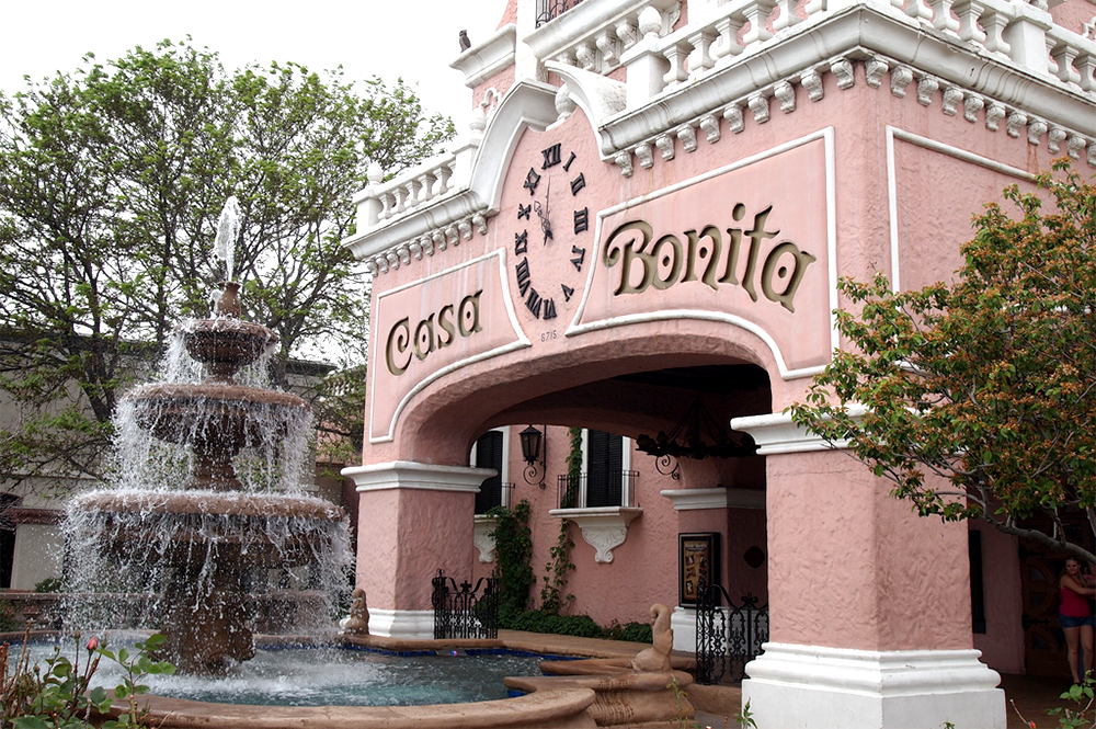 Casa Bonita. (Courtney Johnston/Flickr/Creative Commons)  casa bonita; lakewood;