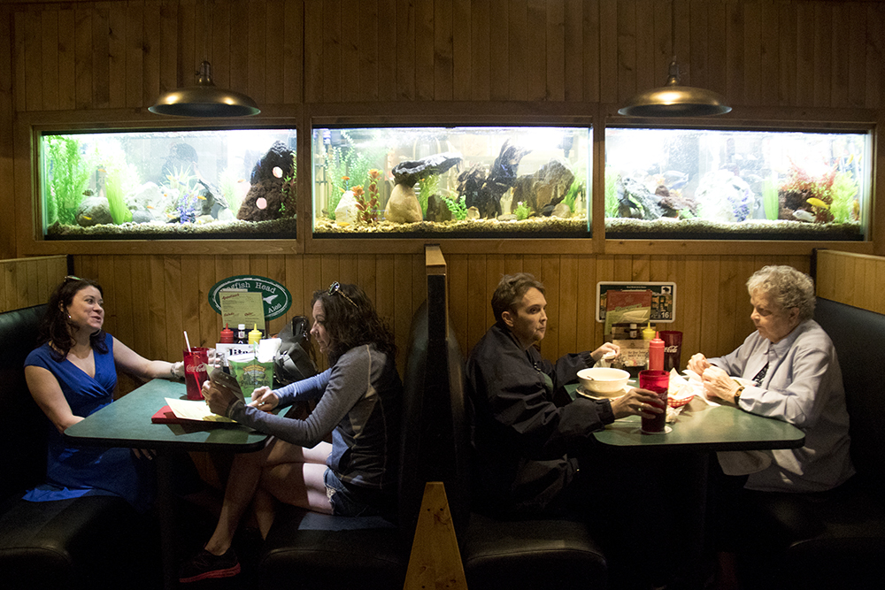 Alli Powell (left to right) and Heather Matthews eat next to the Fisher sisters, Amy and Brenda at the Cherry Cricket. (Kevin J. Beaty/Denverite)  food; restaurant; kevinjbeaty; denver; denverite; colorado; cherry creek; cherry cricket;