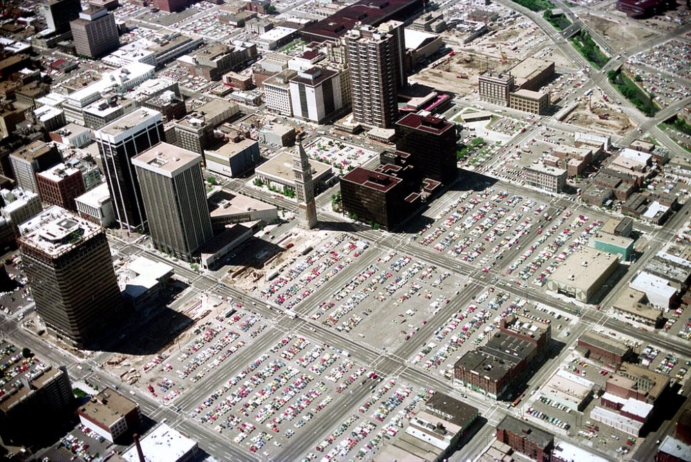 An aerial view of Denver in 1976 approaching Stapleton Airport. (Nick DeWolf/Courtesy the Nick DeWolf Foundation)