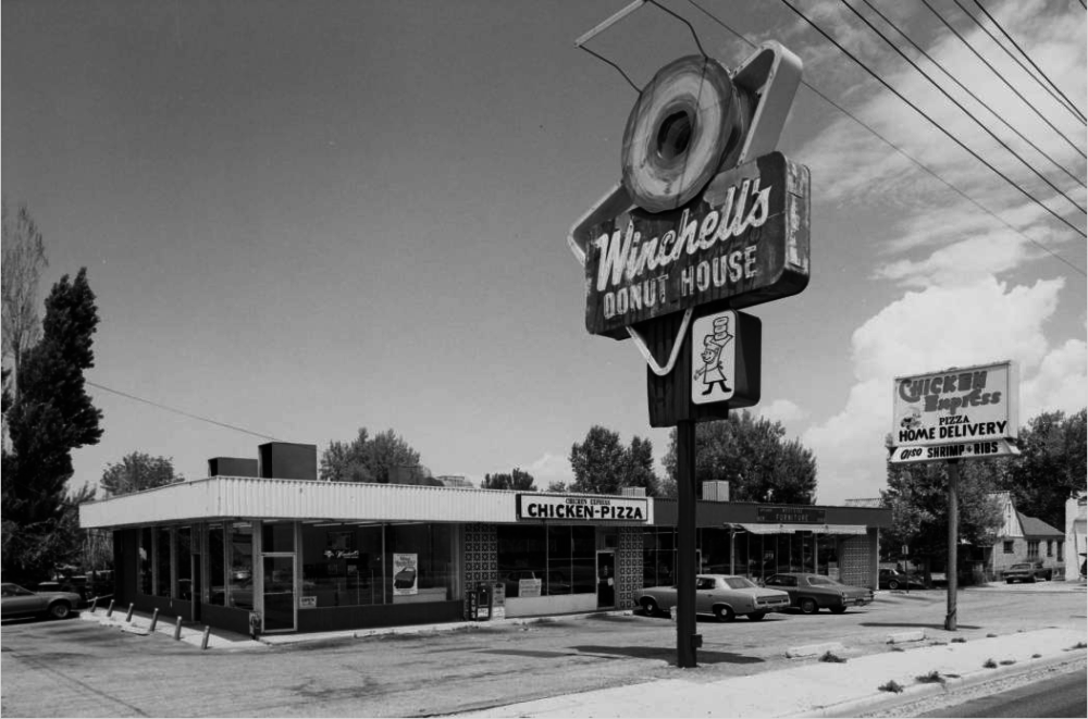 Winchell's Donut House in 1981 at 4301 West 38th Avenue. (Roger Whitacre/Western History and Genealogy Department/Denver Public Library)
