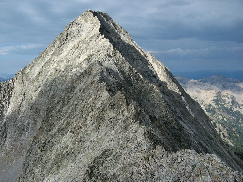 The northeast ridge of Capitol Peak. (MostlyDeserts/Wikimedia Commons/CC)