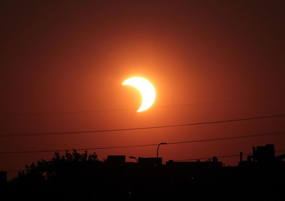 Partial solar eclipse over Minneapolis in 2012. (Tomruen/Wikimedia Commons)