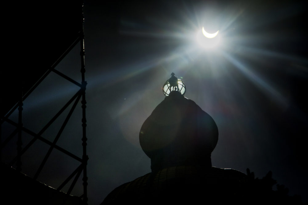 A solar eclipse over the Capitol, Aug. 21, 2017. (Kevin J. Beaty/Denverite)  solar eclipse; capitol hill; denver; colorado; the sun; kevinjbeaty; denverite; capitol building; gold dome;