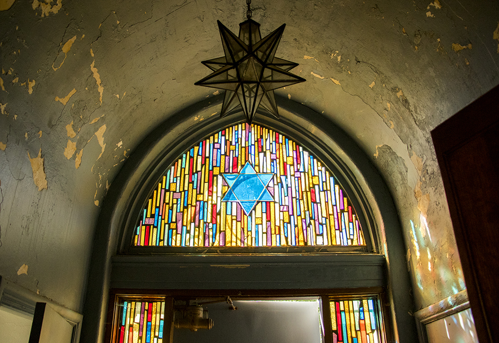 Inside a synagogue in Lakewood that was once used by the Jewish Consumptive Relief Society. It was re-constructed in 1925 and now sits on the campus of the Rocky Mountain College of Art and Design. Sept. 18, 2017. (Kevin J. Beaty/Denverite)  denver; colorado; denverite; kevinjbeaty; rmcad; lakewood; west colfax; jcrs; judaism; synagogue;