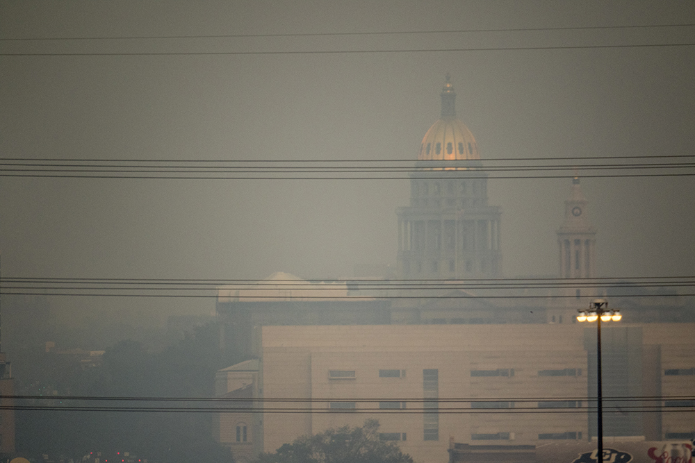 The Capitol seen from Federal Boulevard. Smoke from western wildfires envelops Denver, Sept. 4, 2017. (Kevin J. Beaty/Denverite)