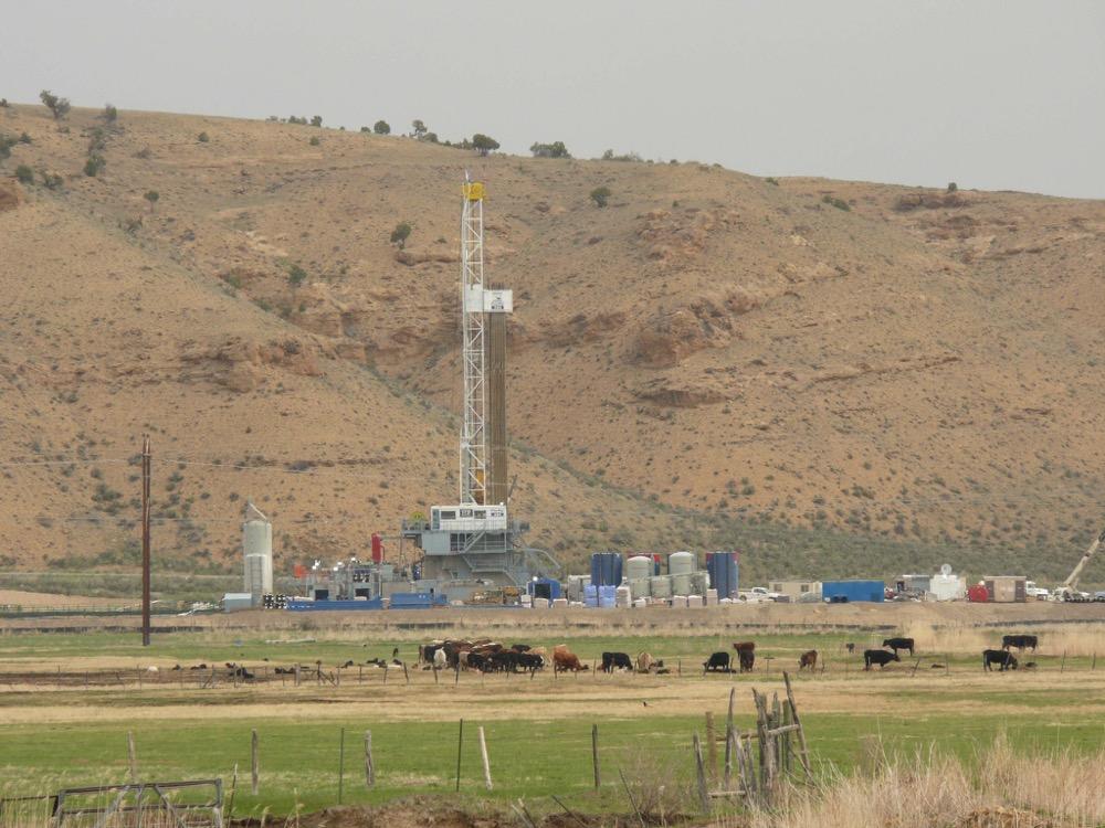 A drilling rig in colorado. (Jeff Foster/Flickr/CC)