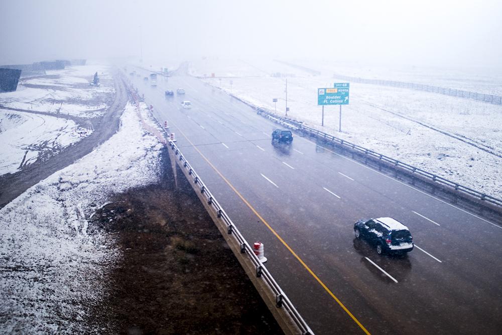 Peña Boulevard seen from inside the A Line on a snowy day, Oct. 9, 2017. (Kevin J. Beaty/Denverite)