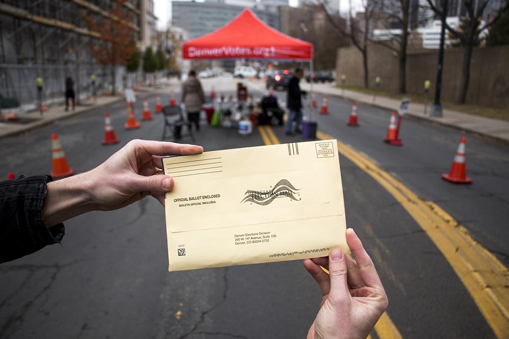 A newsman casts a ballot, Nov. 6, 2017. (Kevin J. Beaty/Denverite)