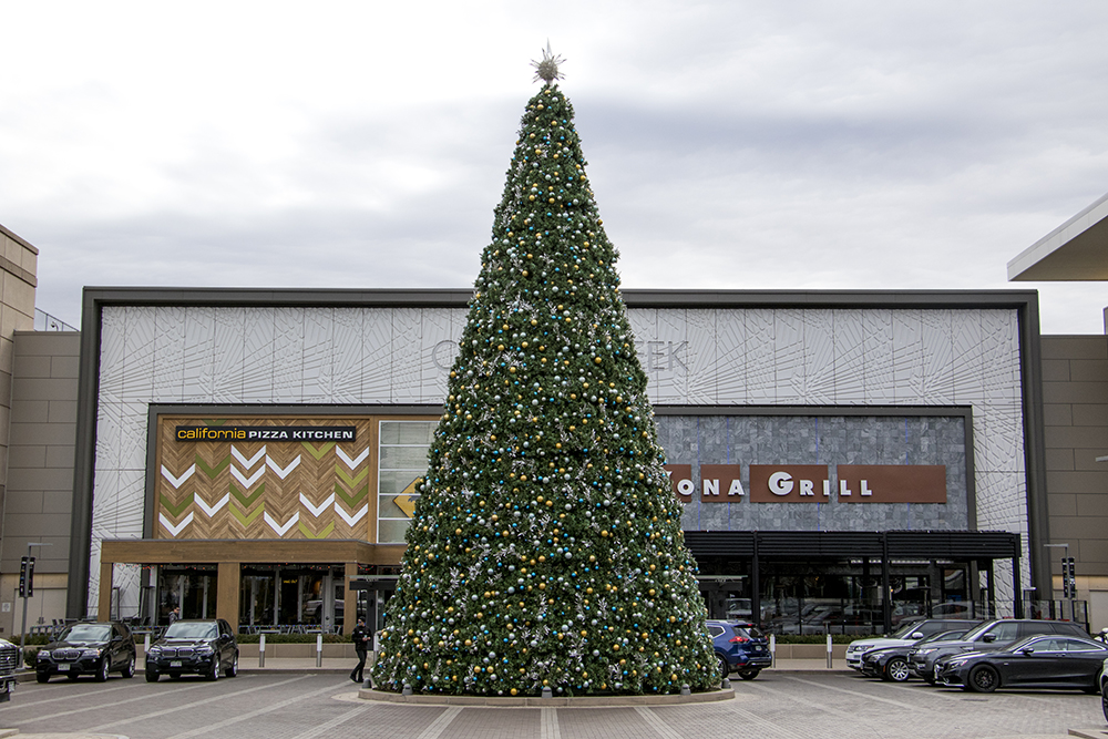 A rather large Christmas tree at the Cherry Creek Mall. Dec. 8, 2017. (Kevin J. Beaty/Denverite)