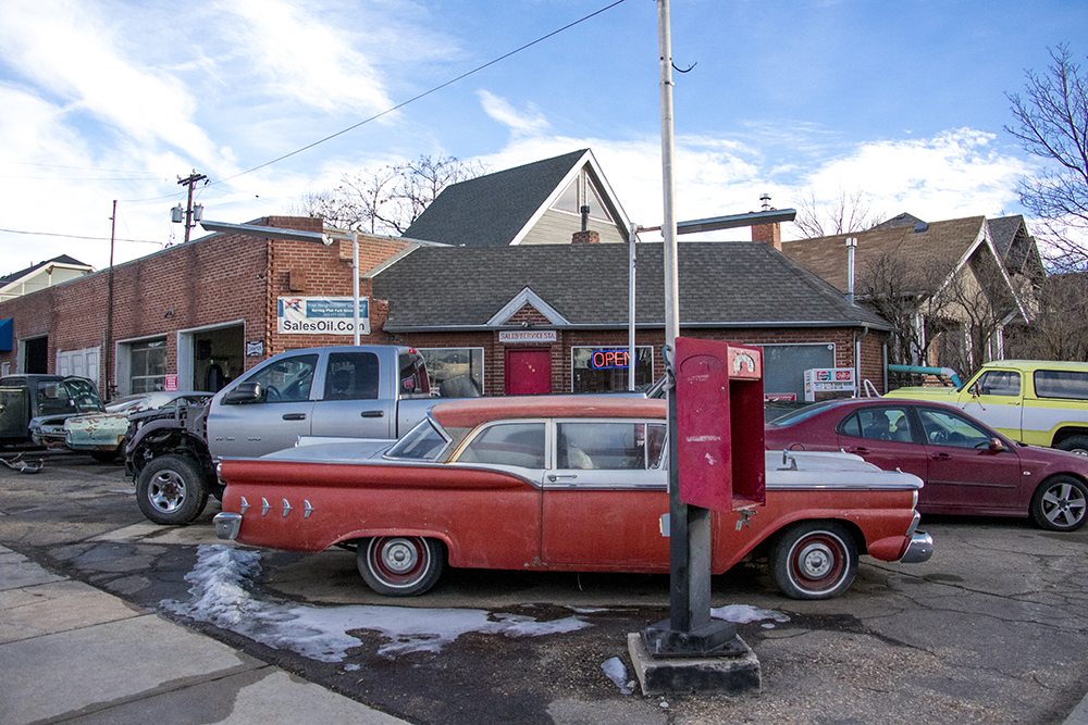 Sales' Oil, South Pearl Street, Platt Park. Jan. 30, 2018. (Kevin J. Beaty/Denverite)  denver; colorado; denverite; kevinjbeaty; platt park;