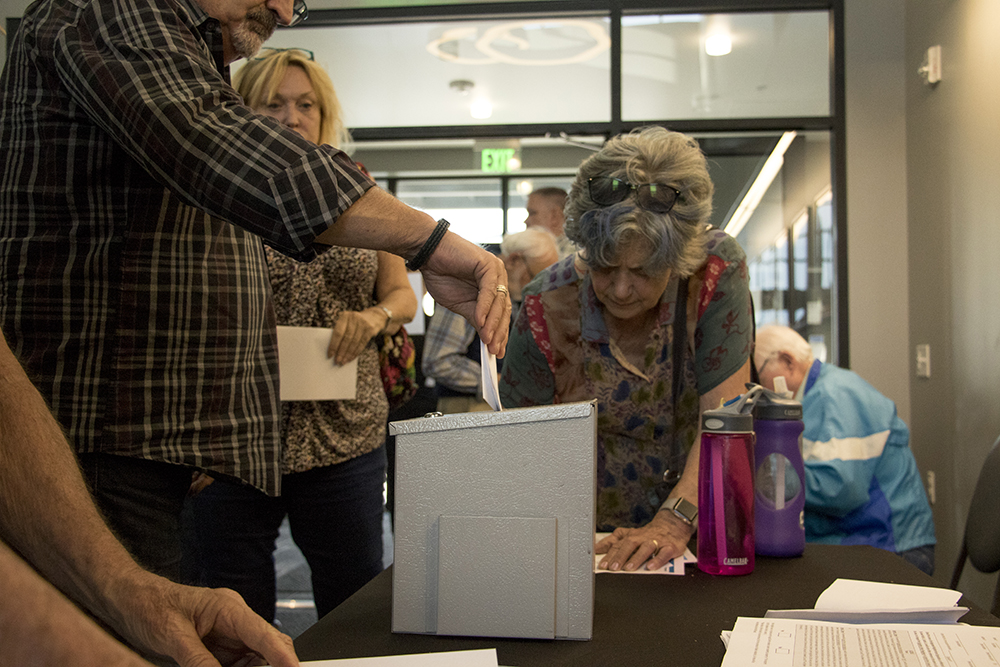 """Stapleton residents gather for a community meeting and a vote on whether to rename """"Stapleton United Neighbors"""" to """"Central Park United Neighbors,"""" May 15, 2018. (Kevin J. Beaty/Denverite)  denver; colorado; denverite; kevinjbeaty; stapleton;"""