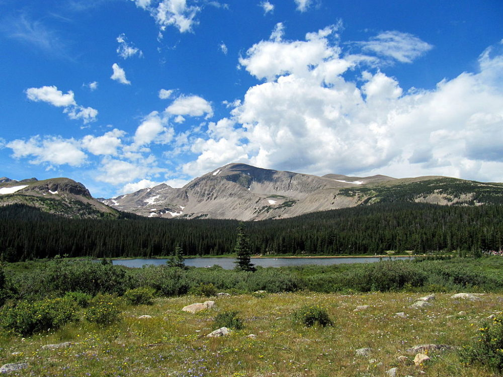 A view across Brainard Lake. (Wildoo78/CC 4.0/Wikimedia Commons)