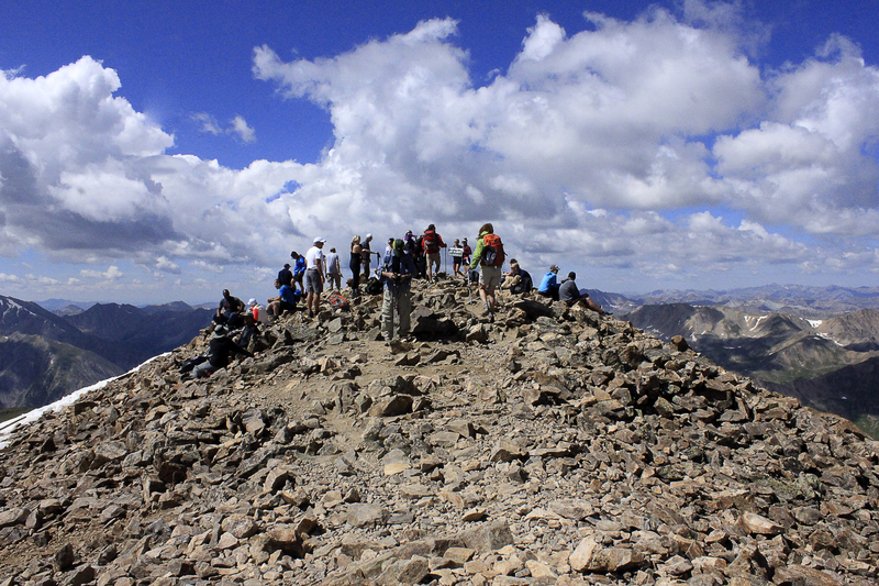 A crowd atop Mt. Elbert. (Public domain)