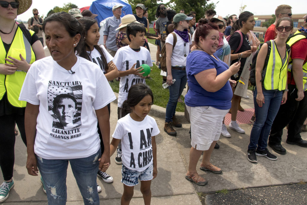 Jeanette Vizguerra and her daughter, Zury. Immigration activists rally in front of the Jim Bailey Building, local headquarters for U.S. Immigrations and Customs Enforcement in Centennial, Aug. 2, 2018. (Kevin J. Beaty/Denverite)
