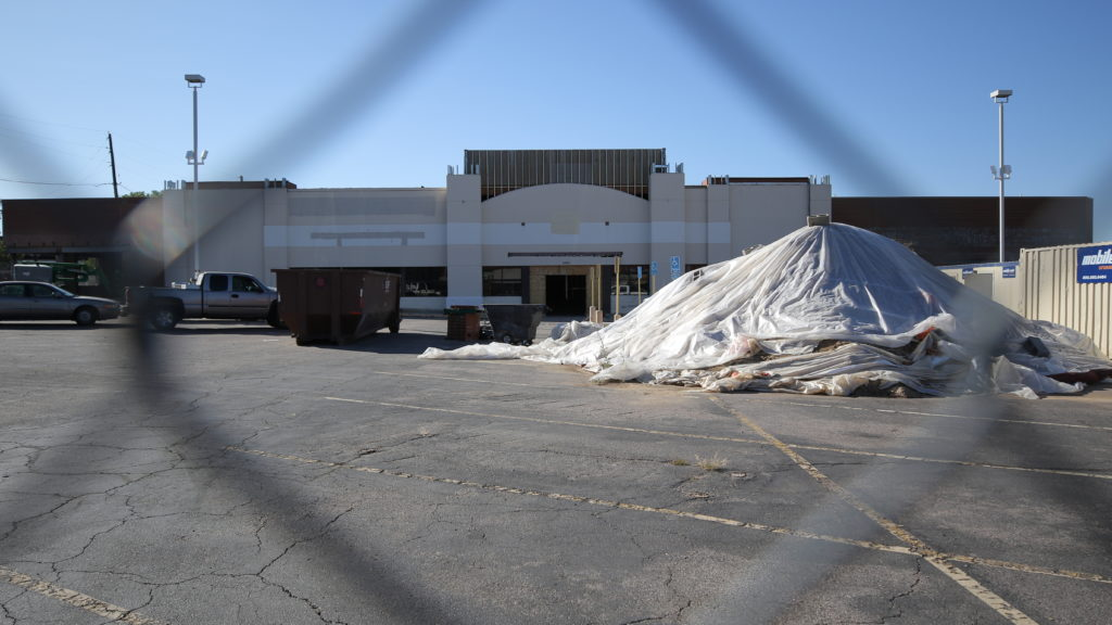 The vacant Safeway on Hampden Avenue near I-25 is undergoing renovations on Aug. 28, 2019. (Kevin J. Beaty/Denverite)