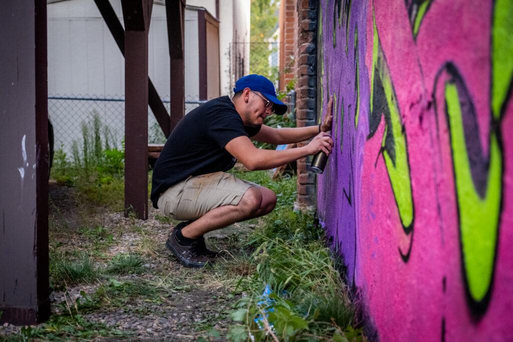 Seek works on his piece in a River North Art District alleyway on Sept. 17, 2020.